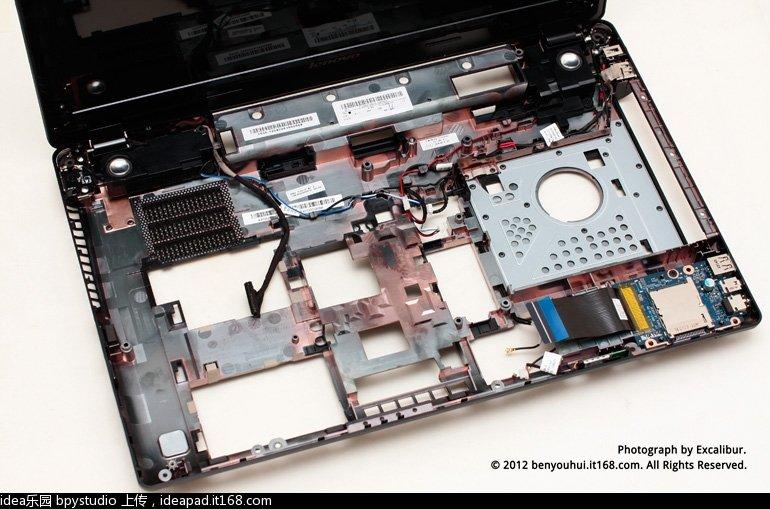 另外,楼主要给想自己换CPU的童鞋提个醒。 i5版Y580N的主板和i7版是略有差异的,这里借太平洋小编i7-3610QM四核版的图对比下。由于i5双核的功耗远没有i7四核高,所以i5版Y580N主板的供电部分有精简,正常使用绝对不影响,但要是想自己升级CPU的话,还请把这个因素考虑进去,以免误事。