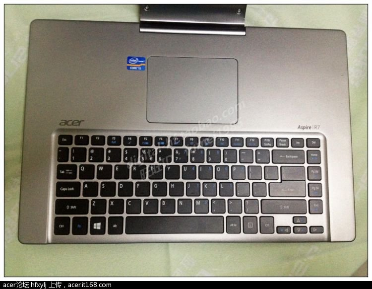 键盘在触摸板和掌托下面,设计很另类!
