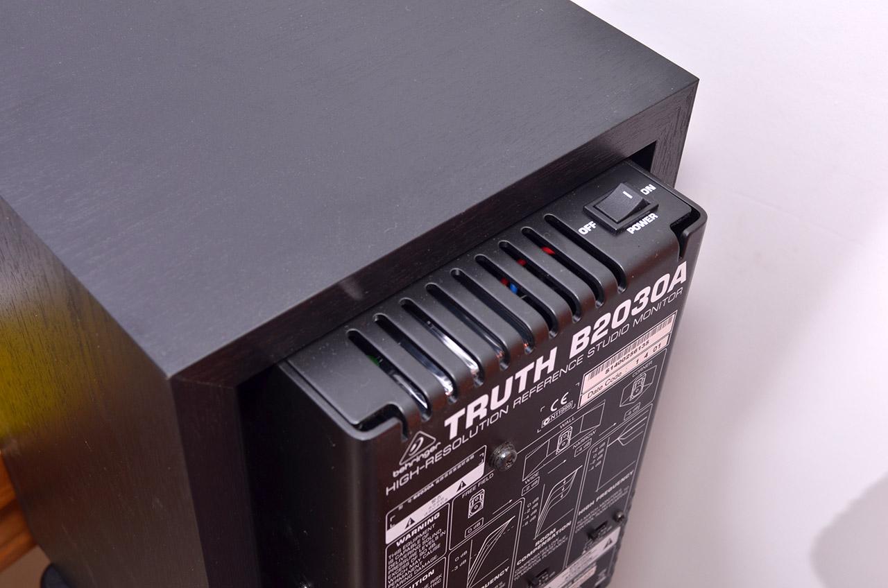 音箱接口是xlr卡侬平衡音频连接线和6