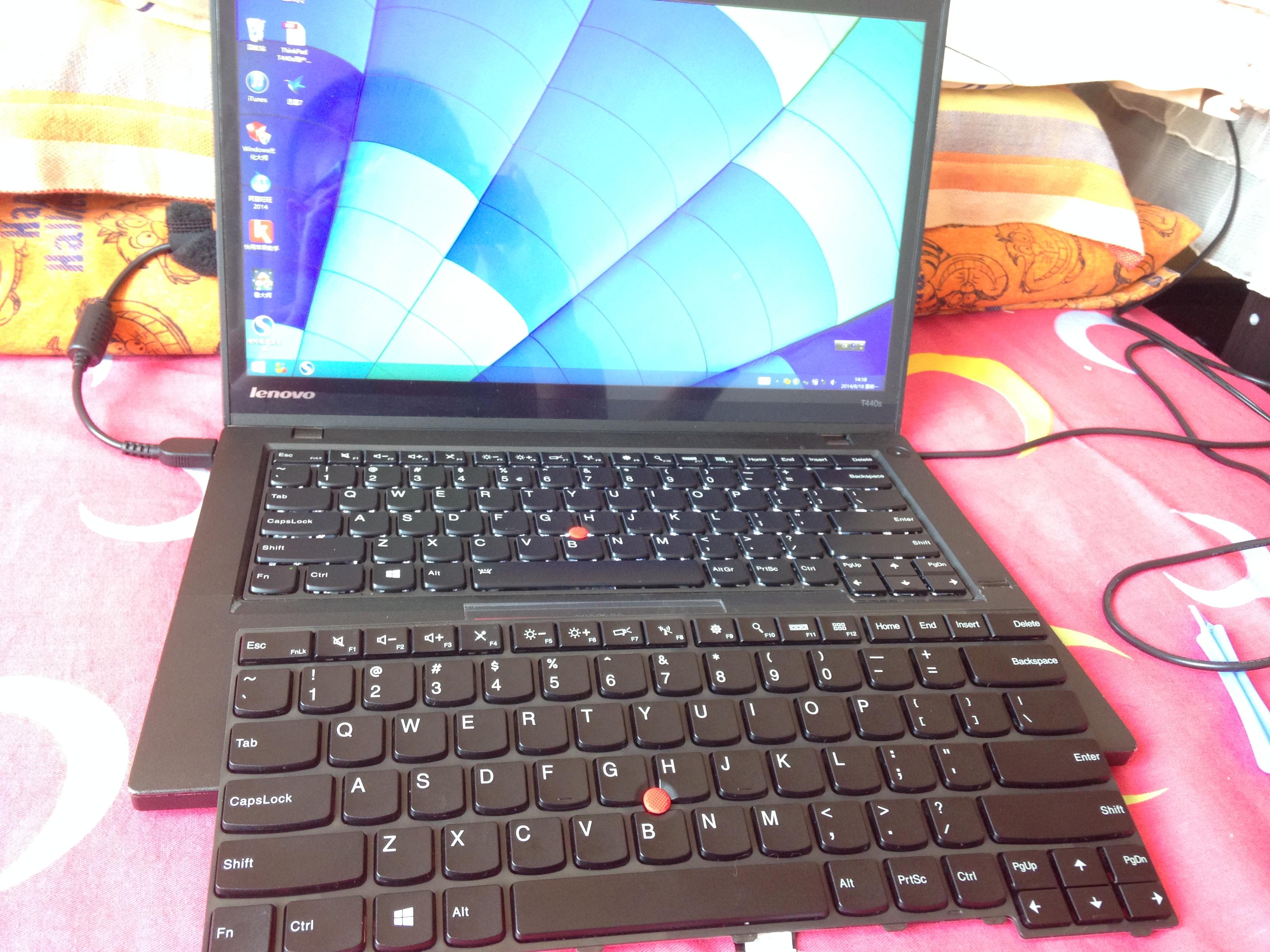 开机点亮键盘,下方为非背光键盘