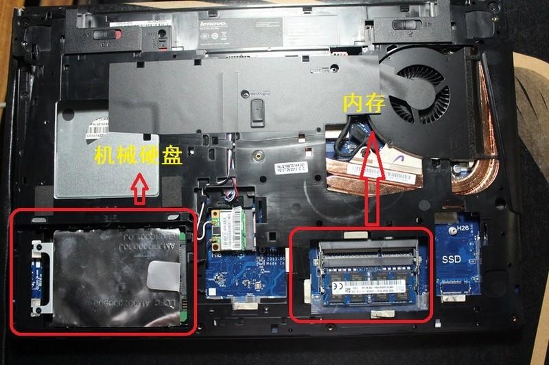 而改进成为Y510P之后,无线网卡下方的mSATA口彻底消失,连插槽的焊接位置都消失了,留下一个毫无意义的空间? 原先的SSD接口换成了NGFF,虽然是更新的接口标准,但这里空间只允许装22*42mm的最小尺寸,容量上不去 联想的设计思路太匪夷所思了