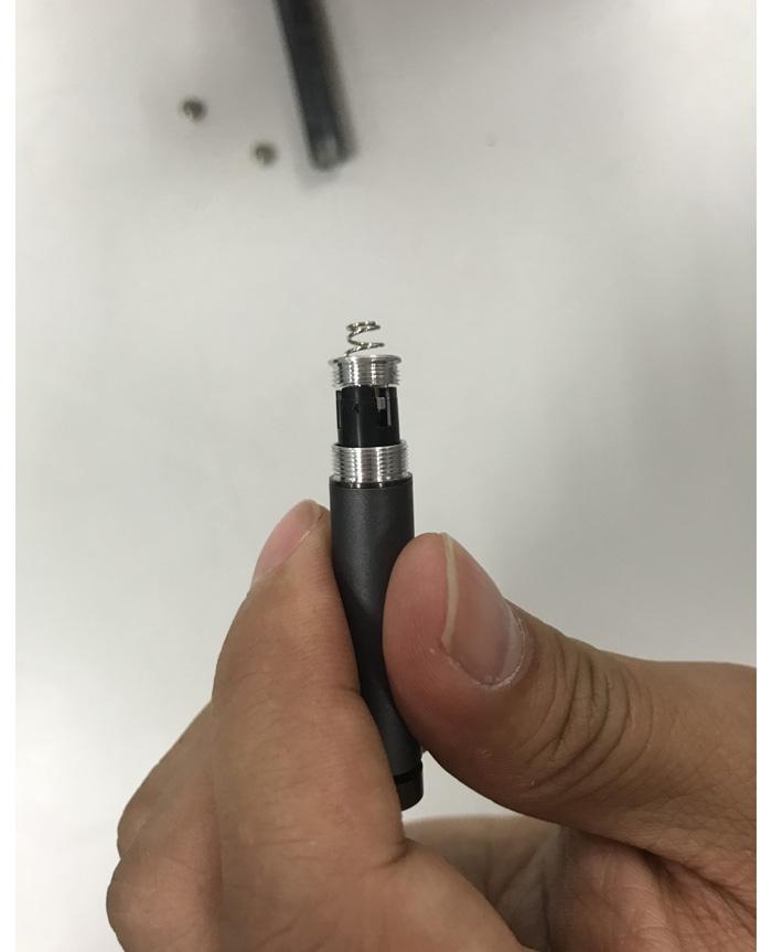 蓝牙笔电池安装示范_06.jpg