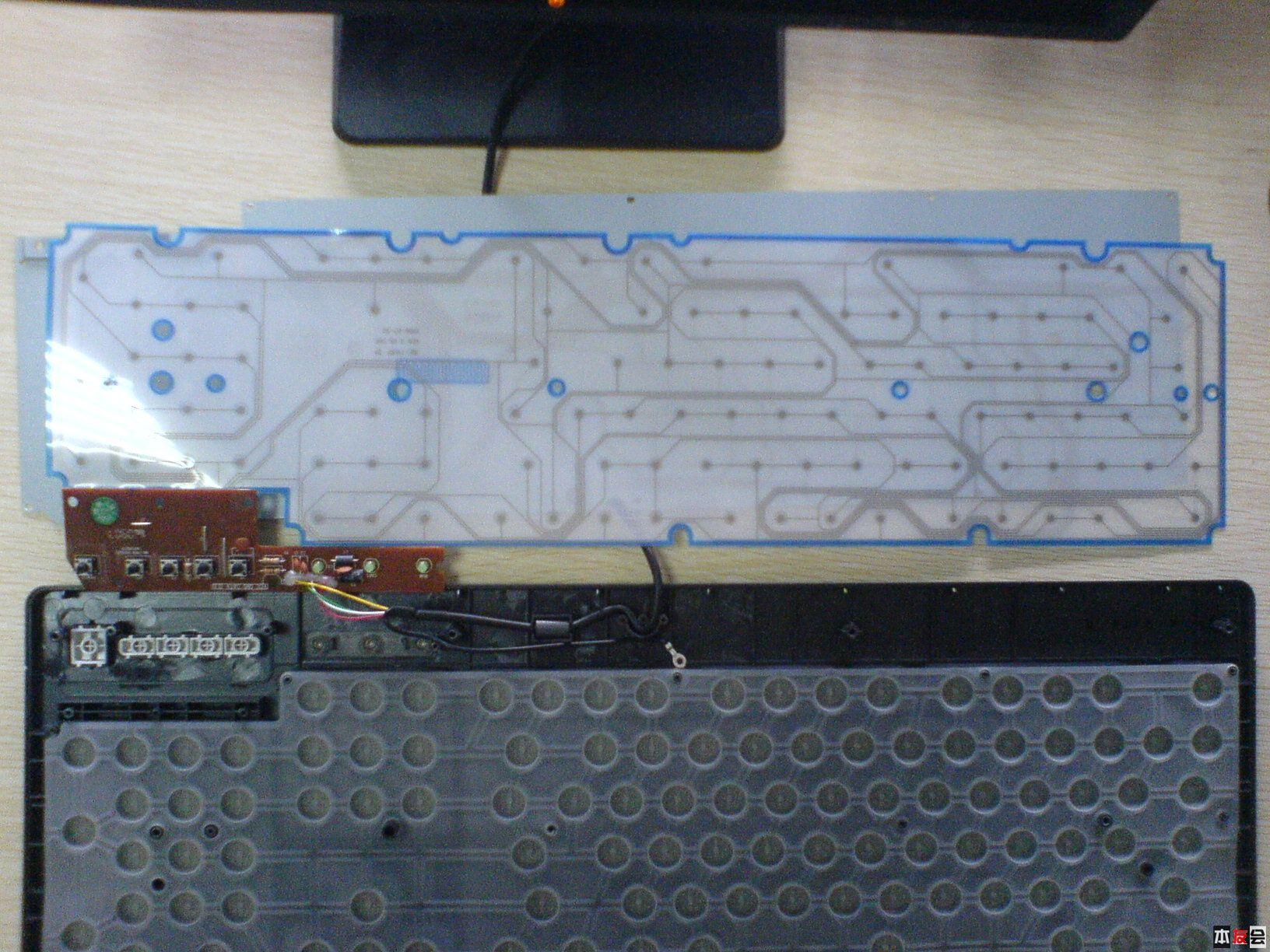 这是橡胶城和电路板的合影