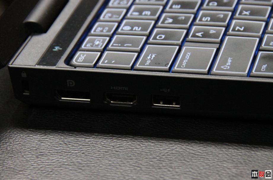 笔记本锁视频HDMI与USB2.0关机充电借口.JPG