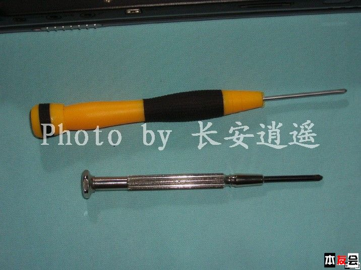 1、使用的工具:螺丝刀二把。